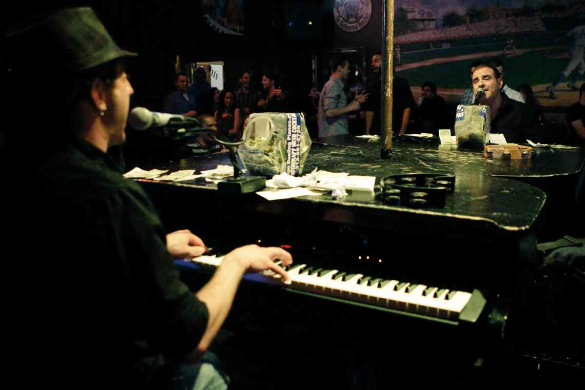 Tommy Sklut w/ Chicago Dueling Pianos at Sluggers – Aug 25th