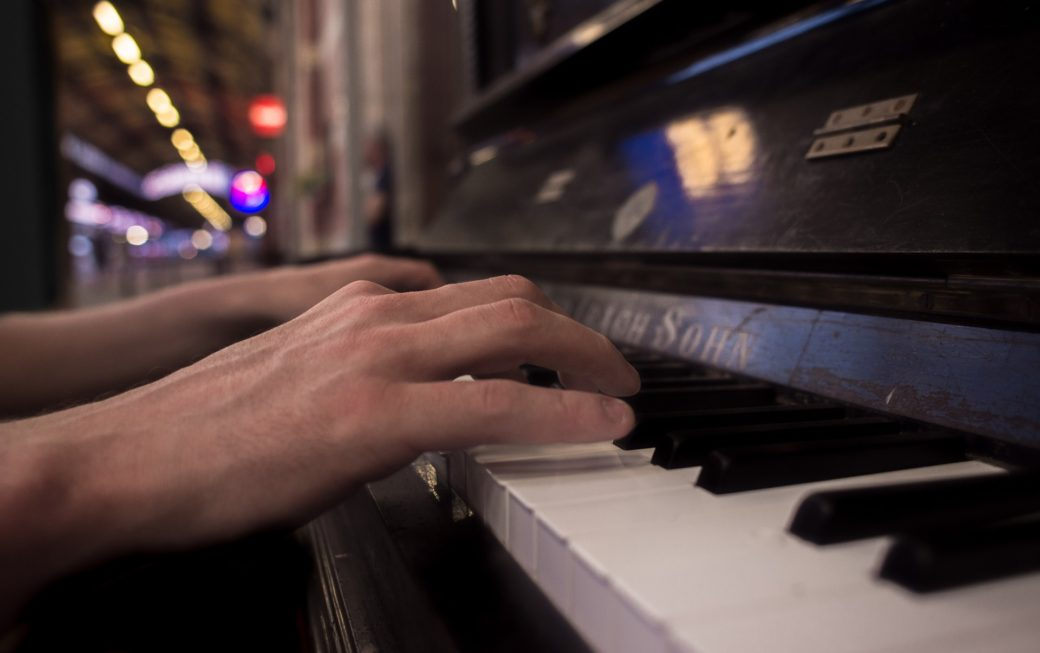 Dueling Pianos w/ Tommy Sklut @ 526 Main - April