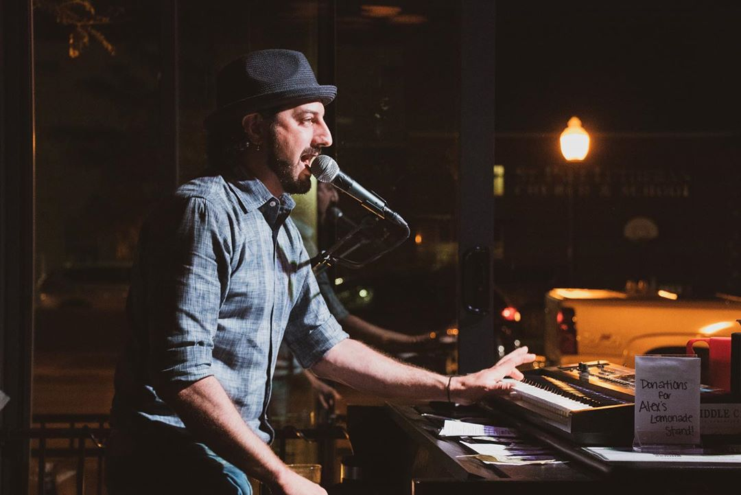 Tommy Sklut plays Dueling Pianos at 526 Main in Sept